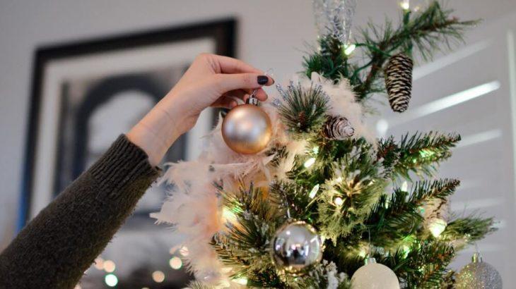 クリスマスツリーは壁面で!おしゃれに飾るアイデア8選!
